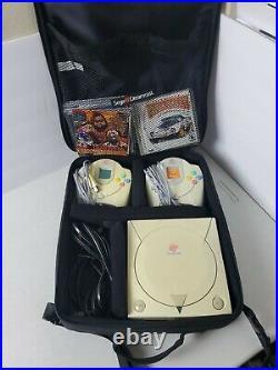 Sega Dreamcast Console Bundle 2 Controllers 8 Games 2 VMU Memory Card Bag TESTED