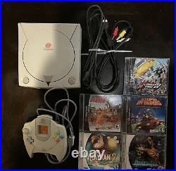 Sega Dreamcast System HKT-3020 with5 games, controller, and memory card. TESTED